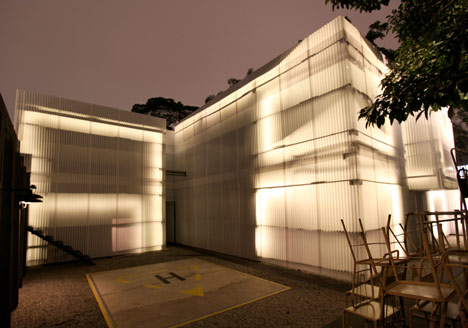 Building Tilelamp at Casa do Lado by 2087