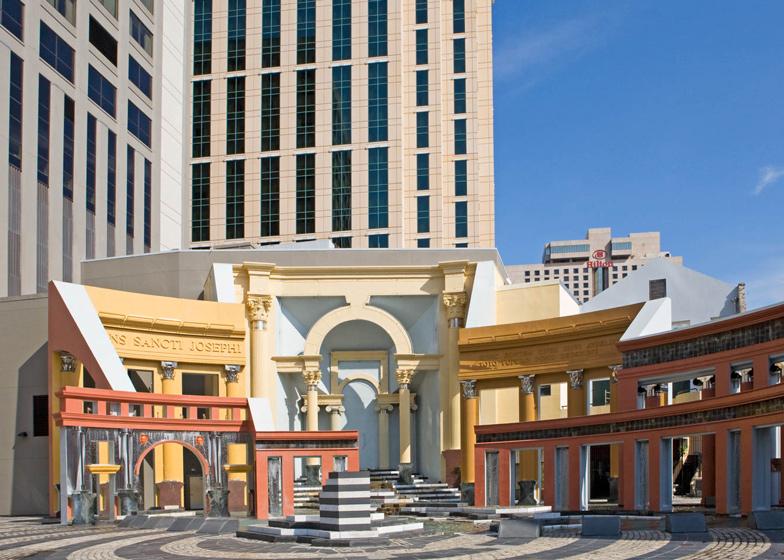 L'odierna piazza di nove e la parte orientale del paese erano il fondo e&nbs. Postmodernism In Architecture Piazza D Italia By Charles Moore