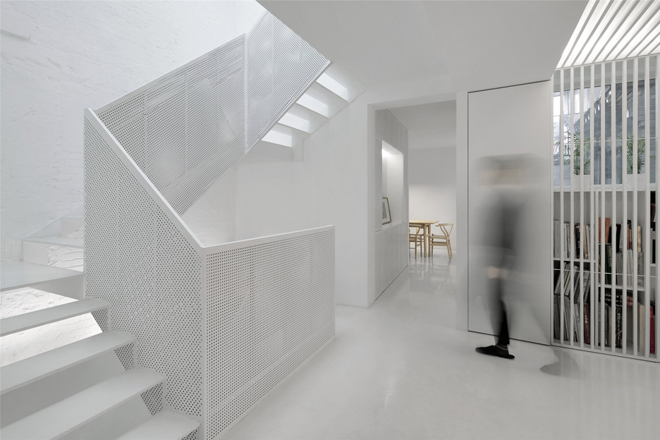 Arch Studio Adds Sculptural White Staircase To Beijing House | White And Glass Staircase | Before And After | American White Oak | Luxurious | High End Glass | White Handrail Treads