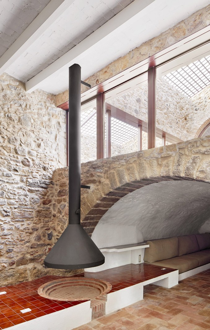Country House in Empordà, Spain, by Arquitectura-G from rustic interiors roundup