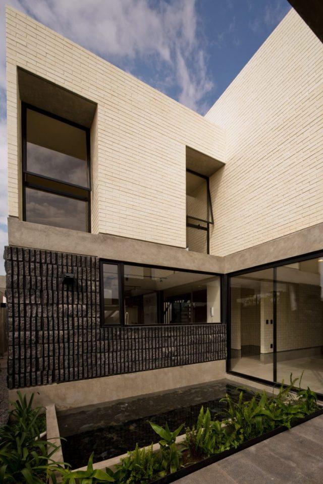 Casa Zihuaren by Intersticial Arquitectura