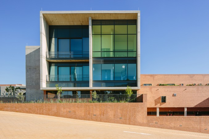Nelson Mandela Children's Hospital by Sheppard Robson and John Cooper Architecture