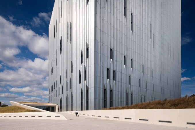 Public Safety Answering Center II by SOM