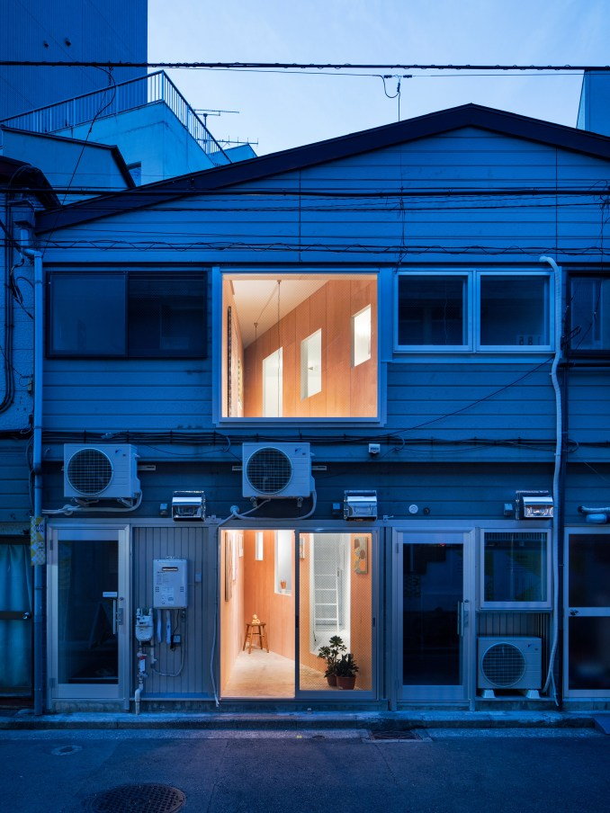 Cut gallery in Koganechou by PERSIMMON HILLS architects
