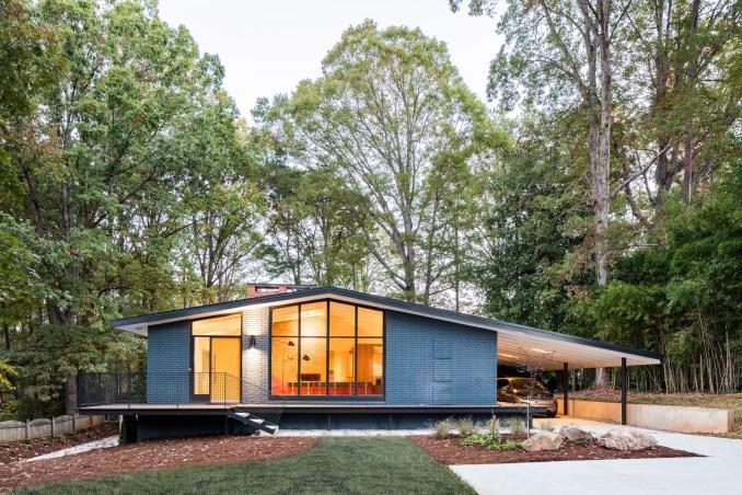 American firm In Situ Studio revives midcentury modern home in North Carolina