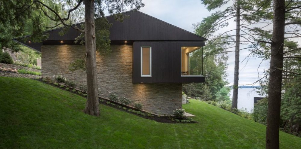 The Slender House by MU Architecture