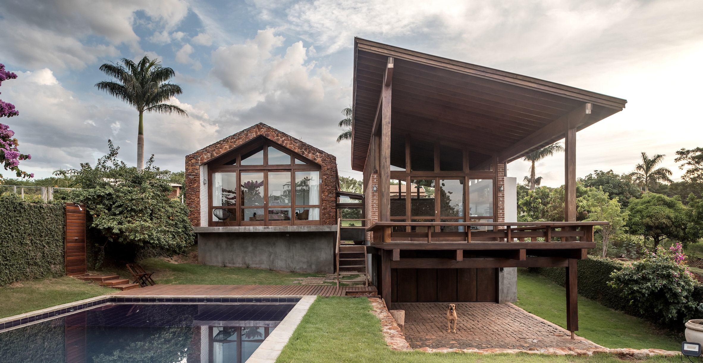 Lake house in Brazil by Solo Arquitectos