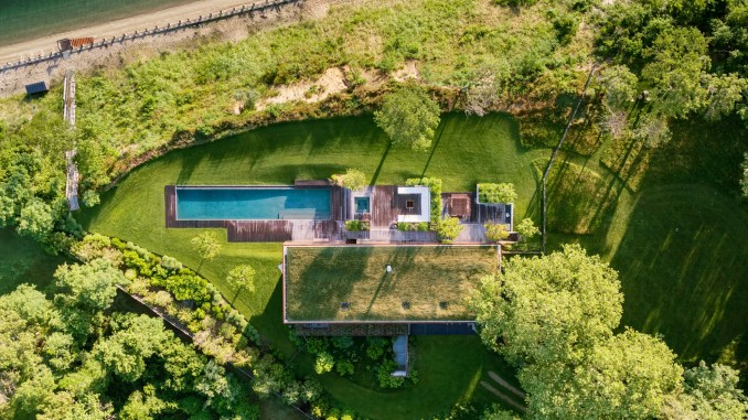 10 houses photographed from above – birds-eye views