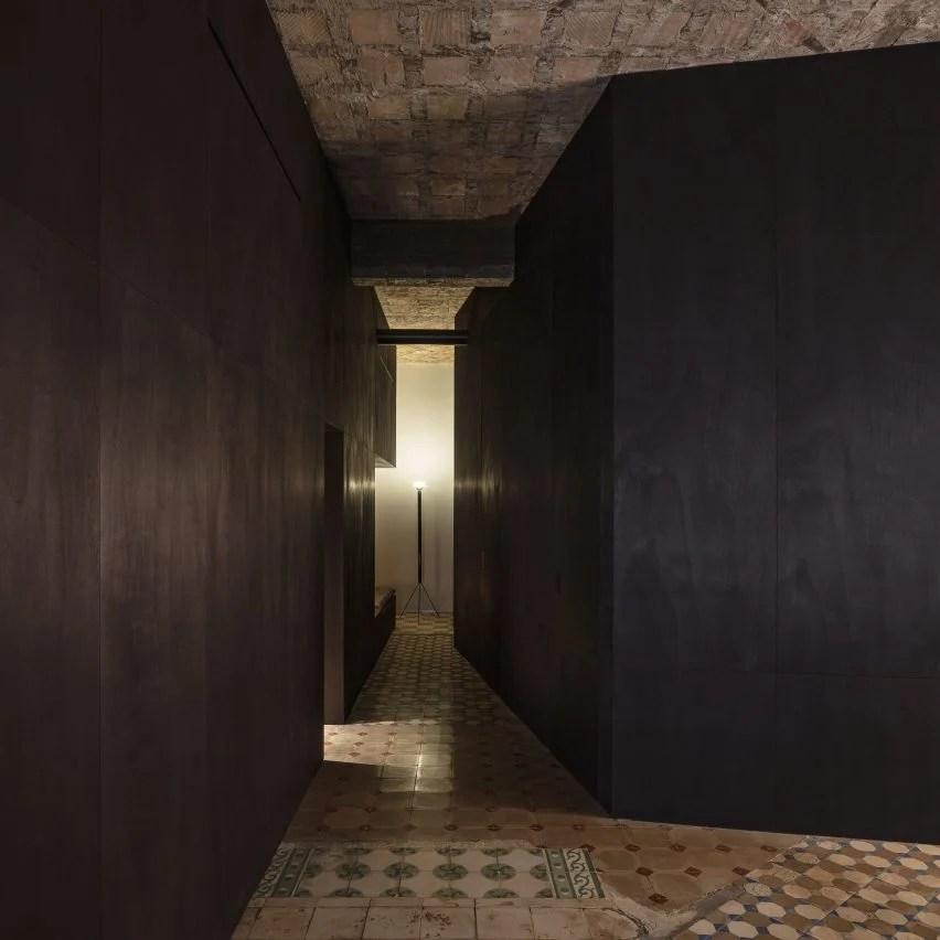 R Apartment by Francesc Rifé Studio