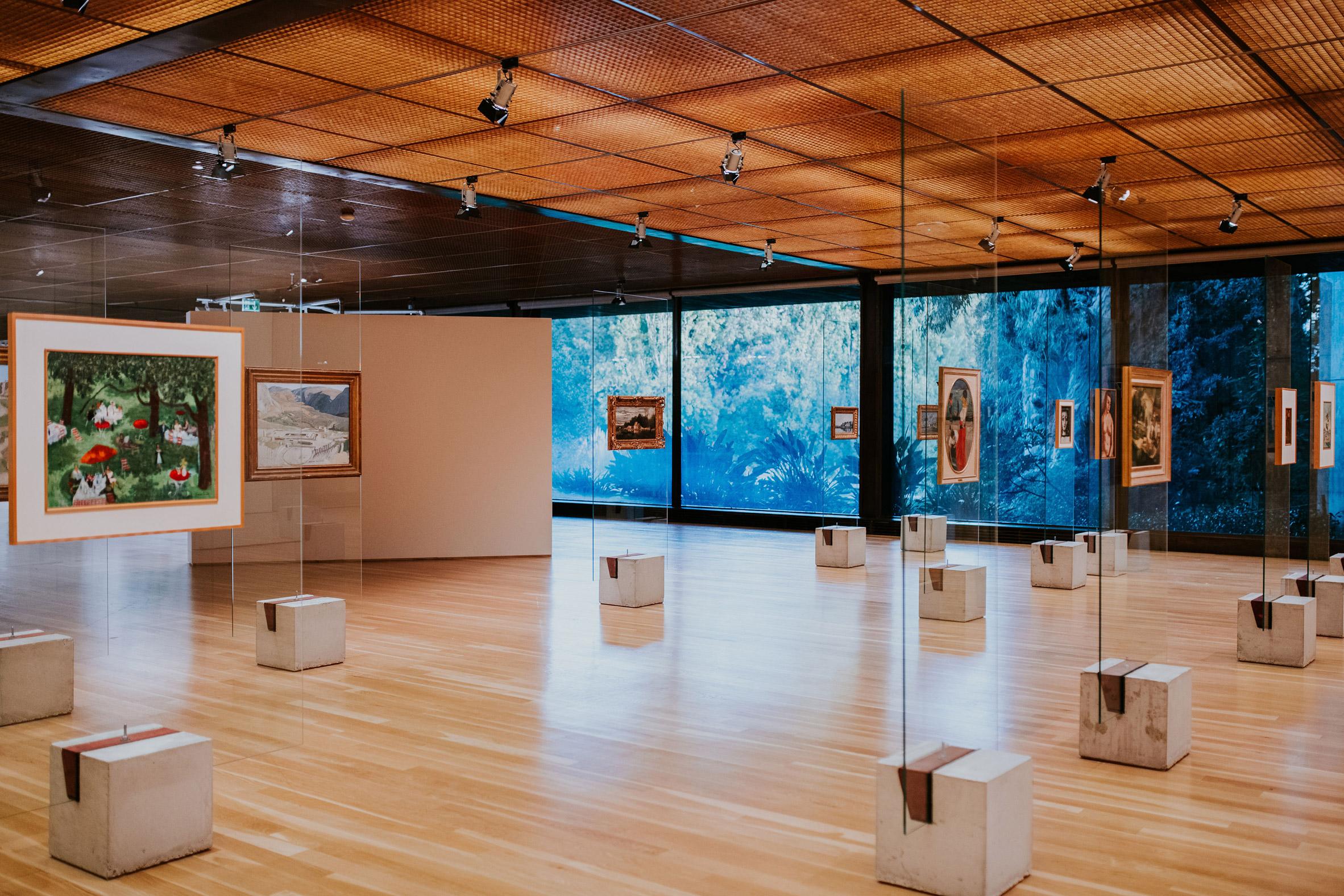 Lina Bo Bardi's exhibition design at Art on Display at the Gulbenkian Museum