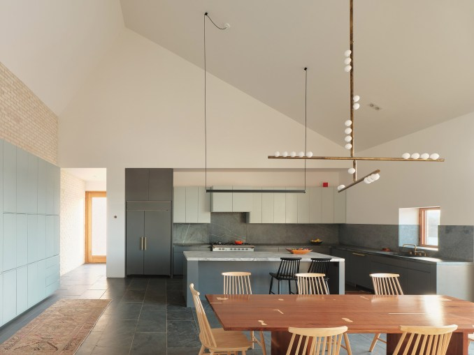 Three Chimney House by T W Ryan Architecture