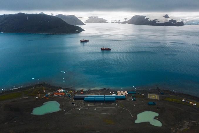 Aerial view of the Comandante Ferraz Antarctic Station by Estúdio 41