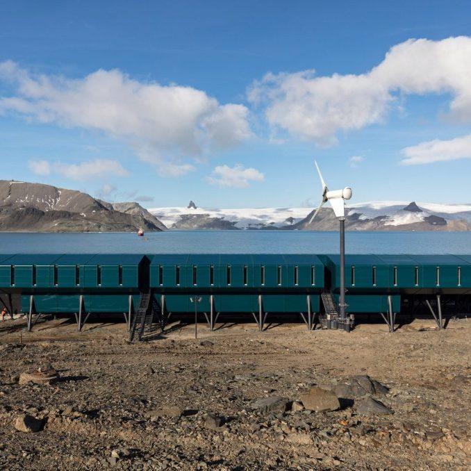The exterior of the Comandante Ferraz Antartic Station by Estúdio 41 in Antarctica