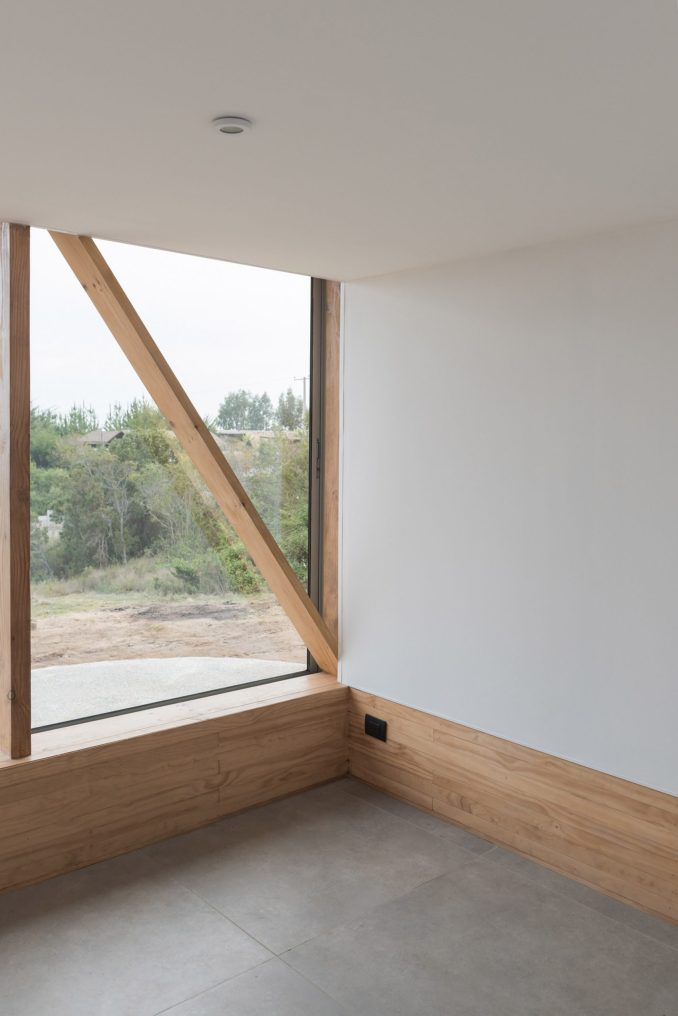 A small room inside of SP House by (E)StudioRO in Chile