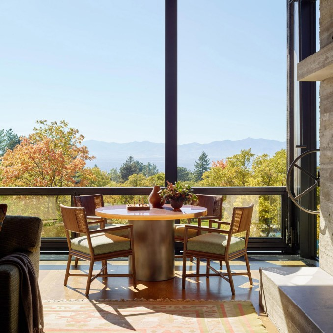 Dining room in Wasatch House by Olson Kundig