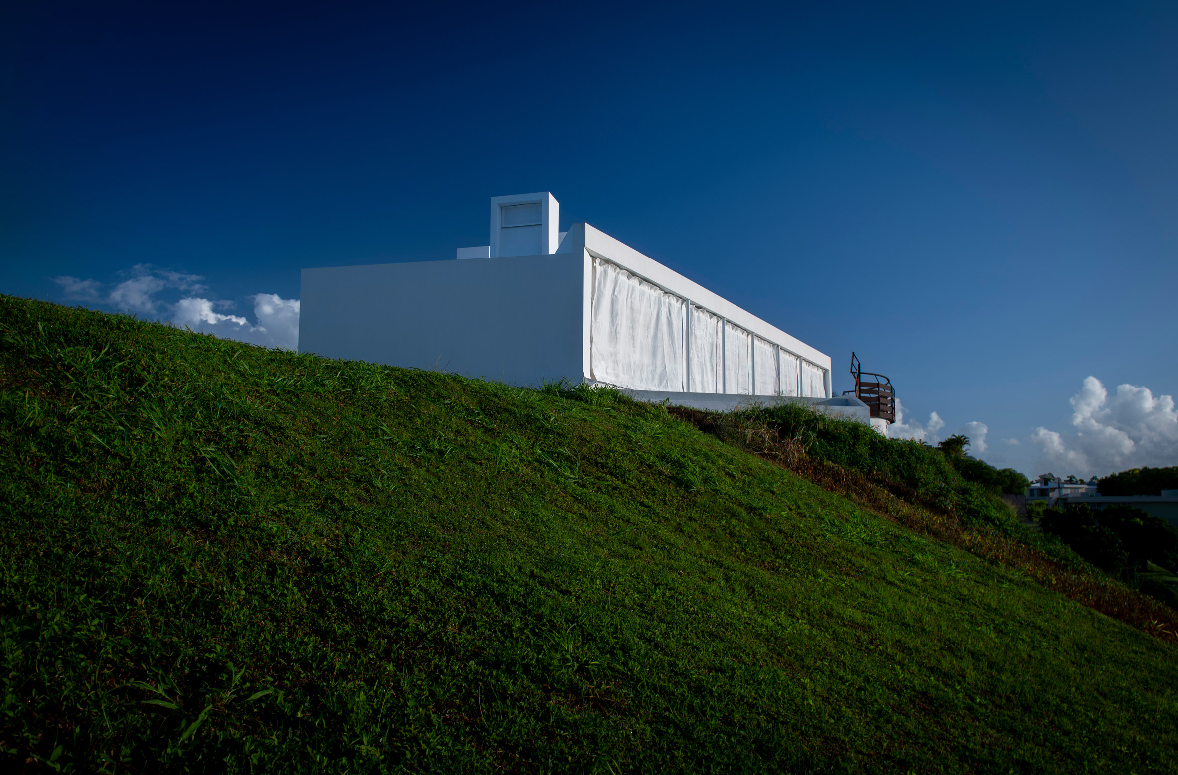 Exterior view of Casa Flores by Fuster + Architects