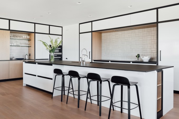 Kitchen and island in Meadows Haus Utah Klima Architecture