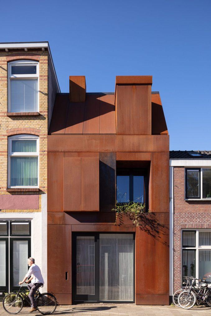 Corten steel front facade of Utrecht house