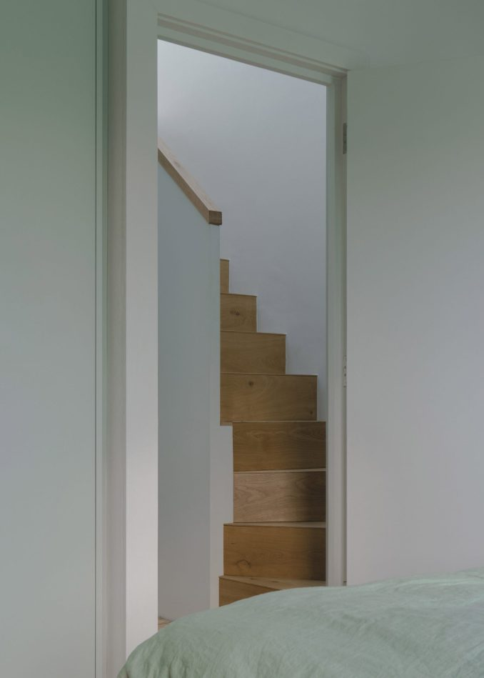 The oak staircase of a terraced London house by DeDraft