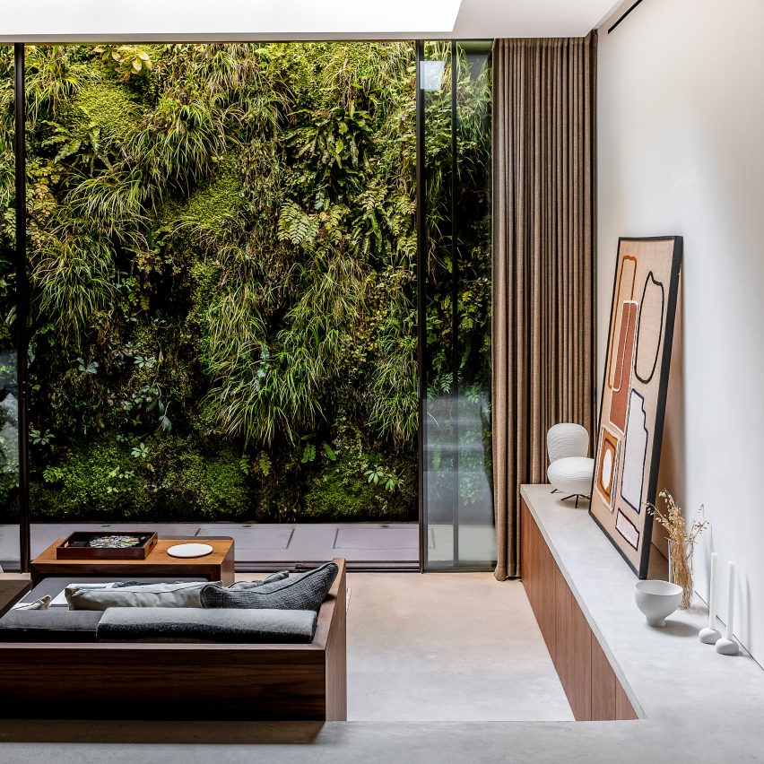 Living room and green wall of the Knightsbridge Mews House by Echlin