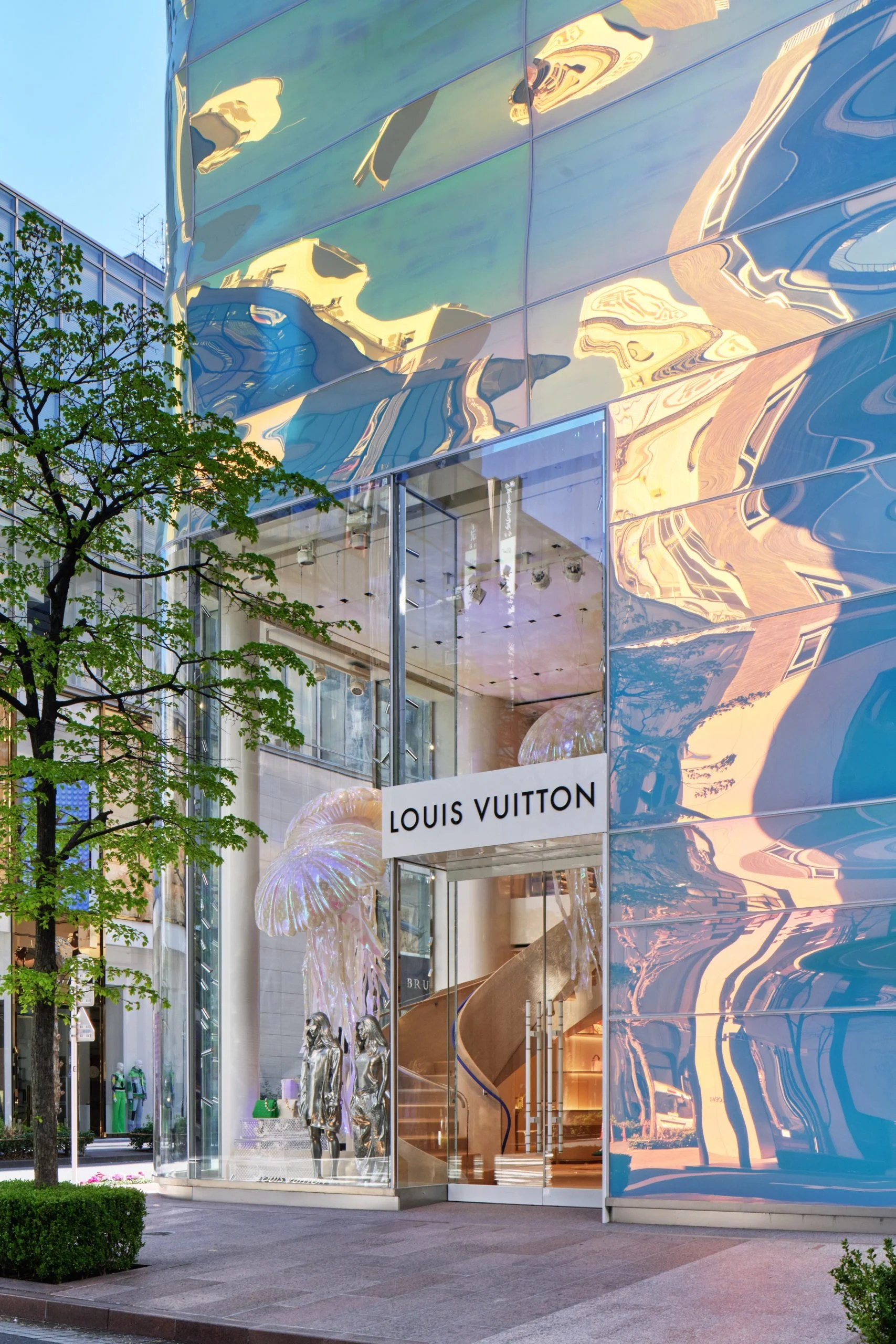 An opening in the facade marks the entrance to the Louis Vuitton store