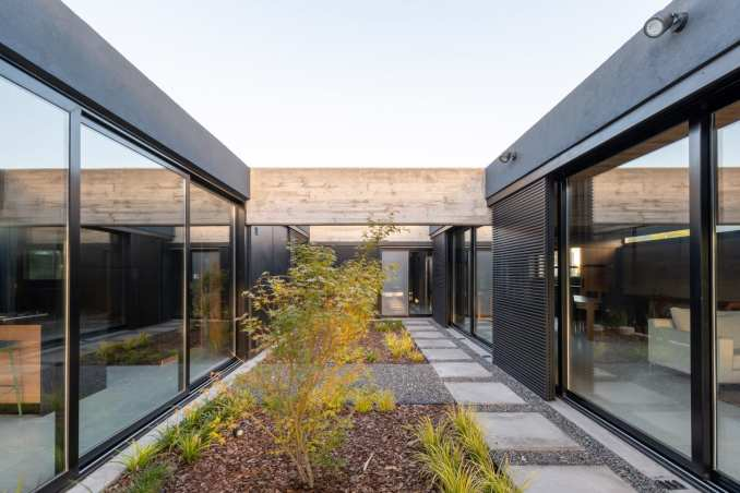 Central courtyard of Casa SAB by PSV Arquitectura