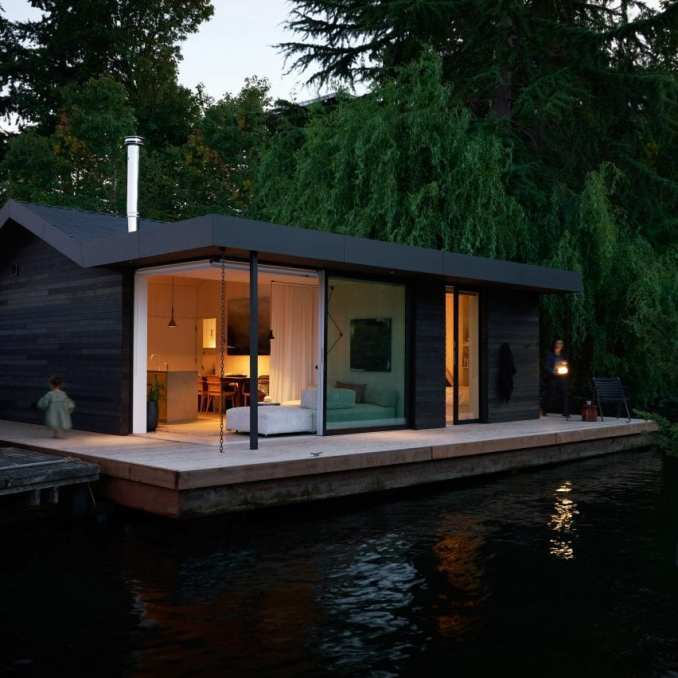 Floating home by Studio DIAA