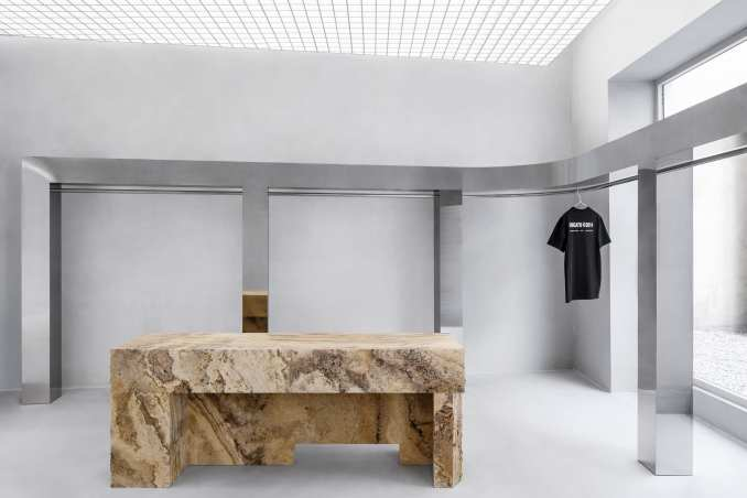 Mirroed steel clothes rail in retail interior by Halleroed