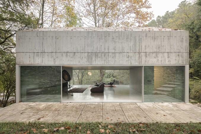 Casa na Caniçada has an open plan interior