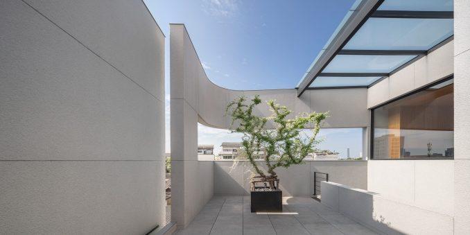 Roof terrace, 55 Sathorn house by Kuanchanok Pakavaleetorn Architects