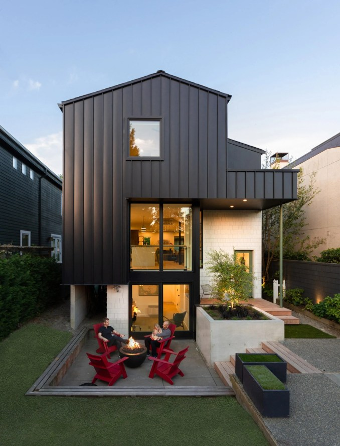Boathouse Bungalow features an extension
