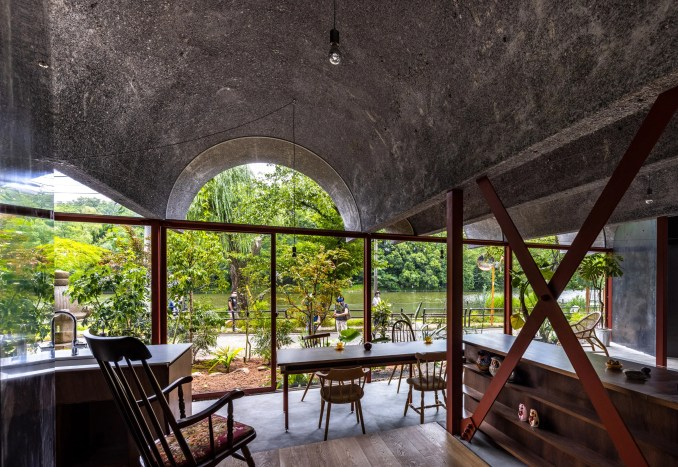 Vaulted room in Tokyo house