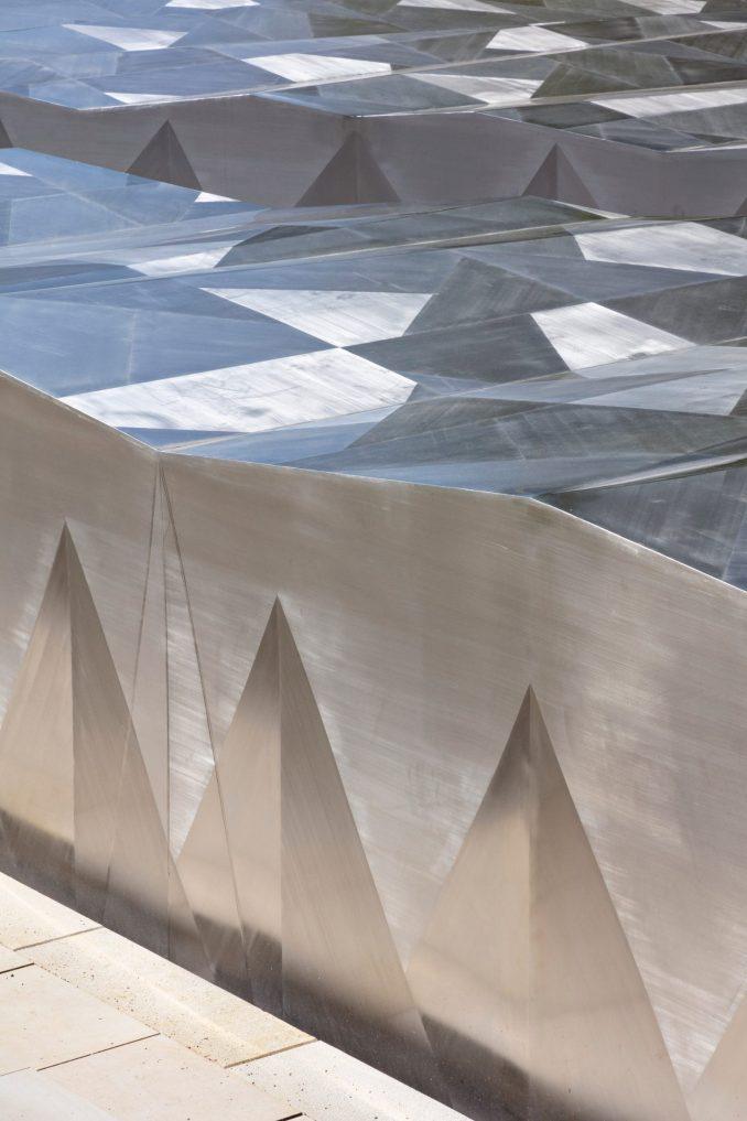 Multifaceted steel of Ordrupgaard Museum extension