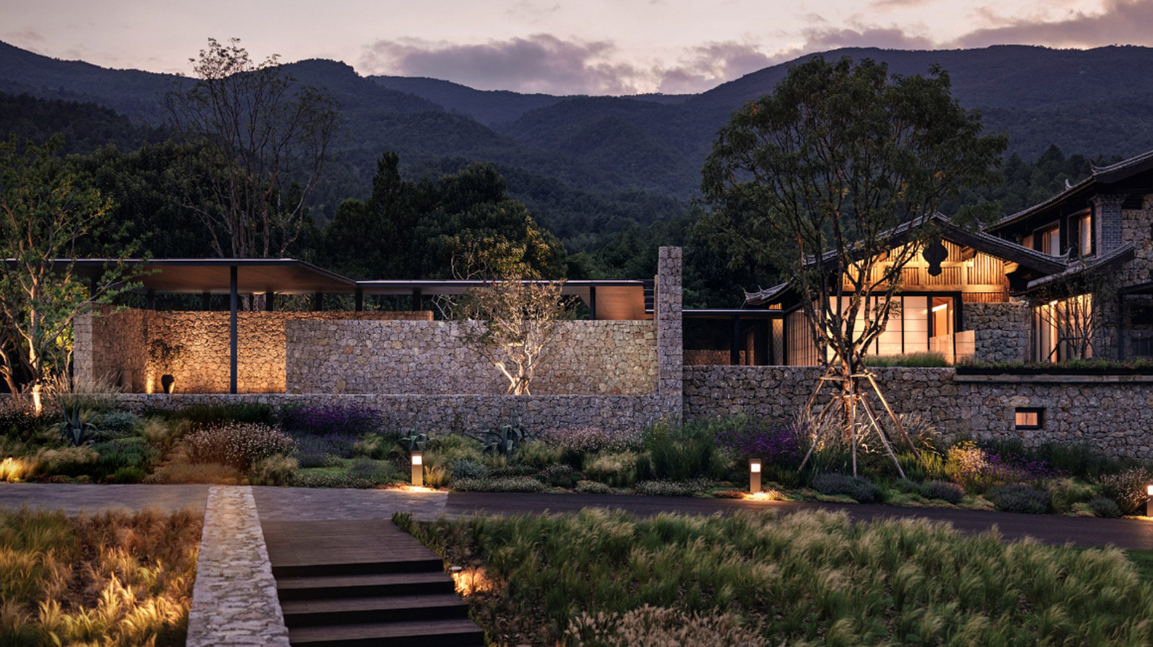 The landscaping and outdoor space of Lijiang Hylla Vintage Hotel