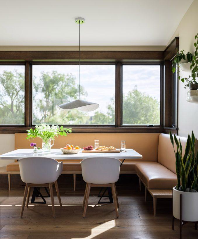 Breakfast bar in Flatirons Residence by Tumu Studio