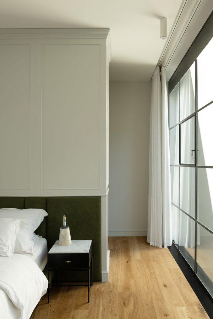 Bedroom in Neve Tzedek Patio House by Meirav Galan