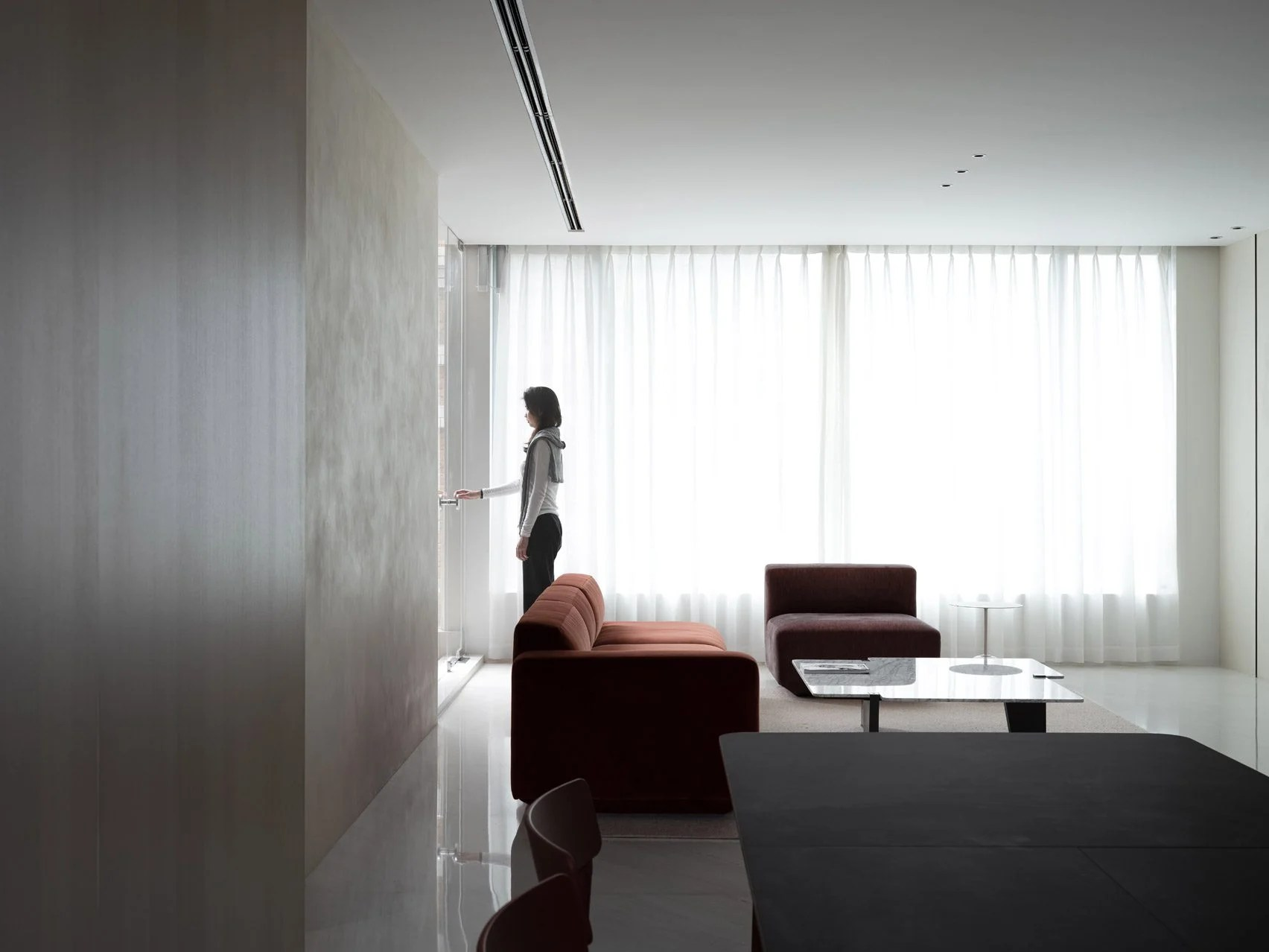 Minimalist living room by AD Architecture