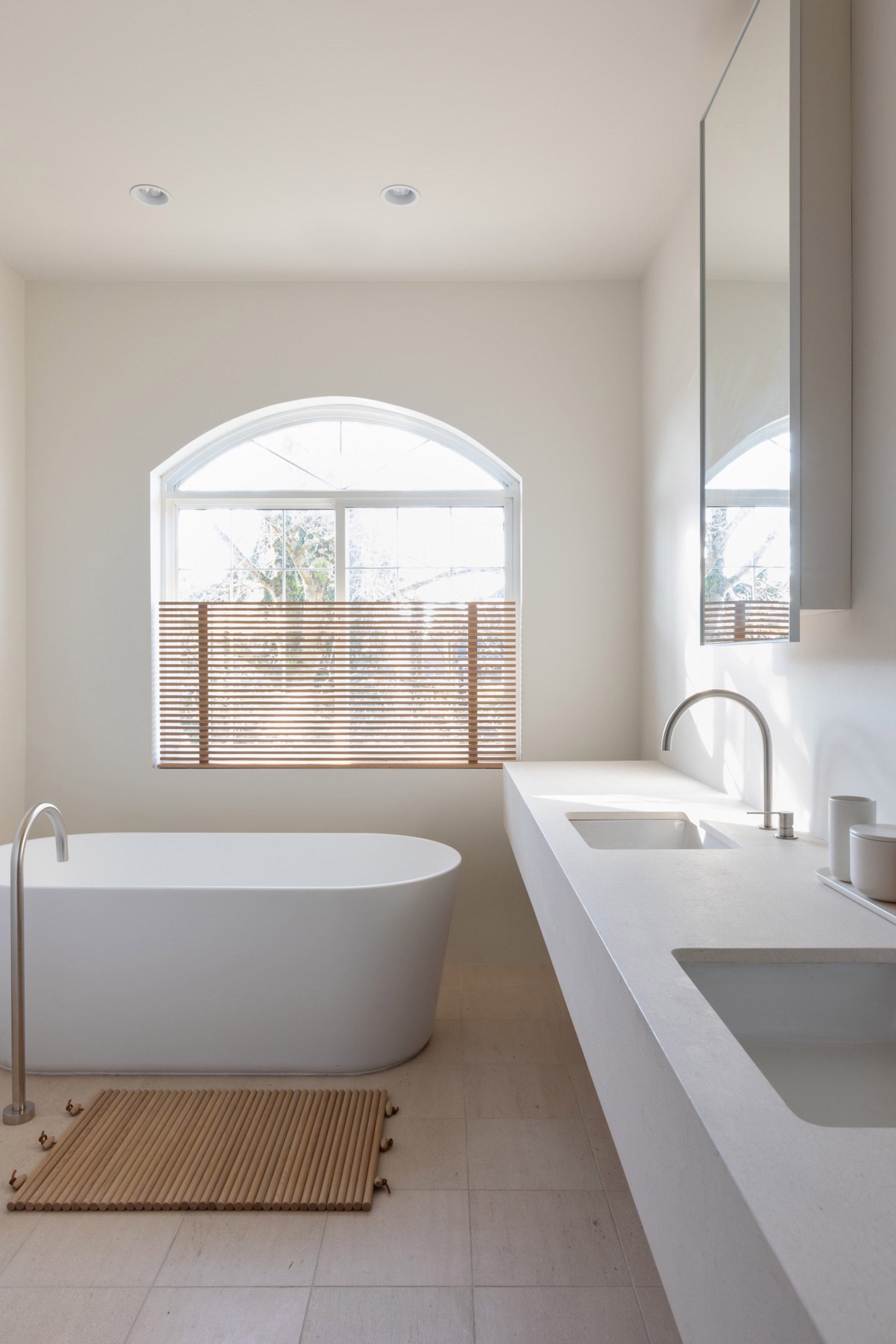 Neutral colours in the bathroom