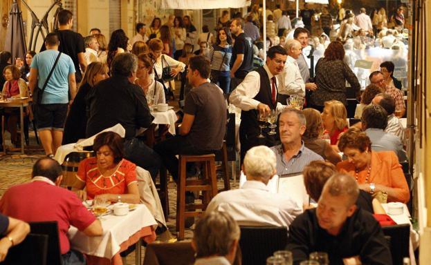 El Ayuntamiento de Málaga no concederá nuevas licencias de hostelería ni en el centro ni en Teatinos