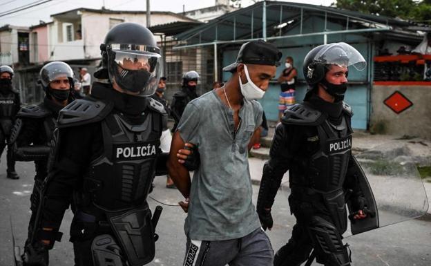 Police arrest in Cuba