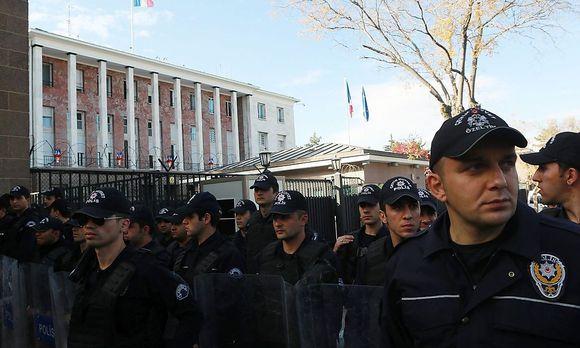 Polizisten in der Türkei. / Bild: APA/AFP/ADEM ALTAN