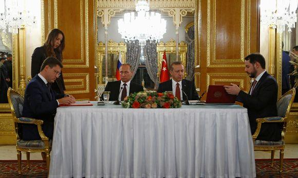 Präsident Recep Tayyip Erdoğan (l.) mit Schwiegersohn Berat Albayrak. / Bild: (c) REUTERS (OSMAN ORSAL)