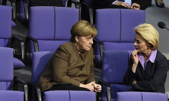 Bundeskanzlerin Merkel und Verteidigungsministerin von der Leyen beraten über einen möglichen Syrien-Einsatz der deutschen Bundeswehr.
