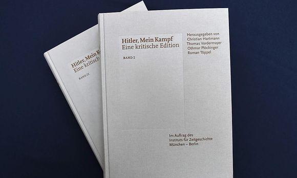 """Kritische Neuauflage von Adolf Hitlers """"Mein Kampf"""" / Bild: APA/AFP/CHRISTOF STACHE"""