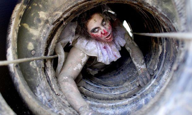 Symbolbild: Als Zombie verkleidete Frau – (c) APA (GEORG HOCHMUTH)
