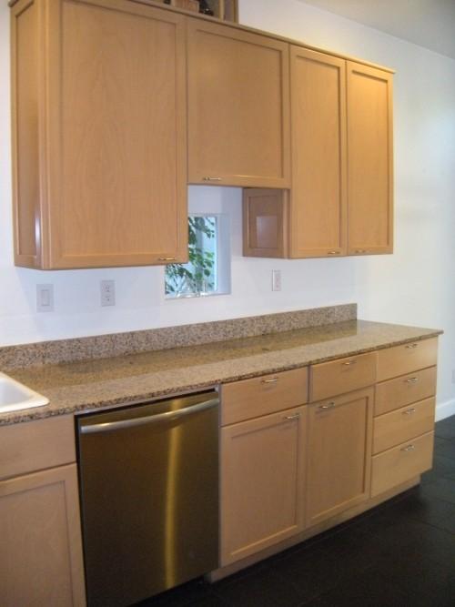 Maple Kitchen Cabinet with Granite Countertops | DiggersList on Maple Kitchen Cabinets With Granite Countertops  id=72727