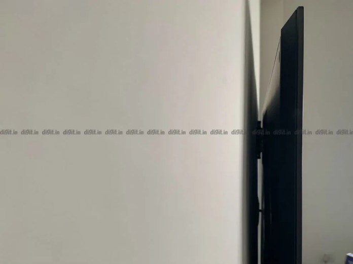 O LG GX fica nivelado com a parede.