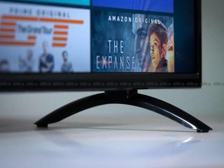 The Akai TV has two plastic table top feet.