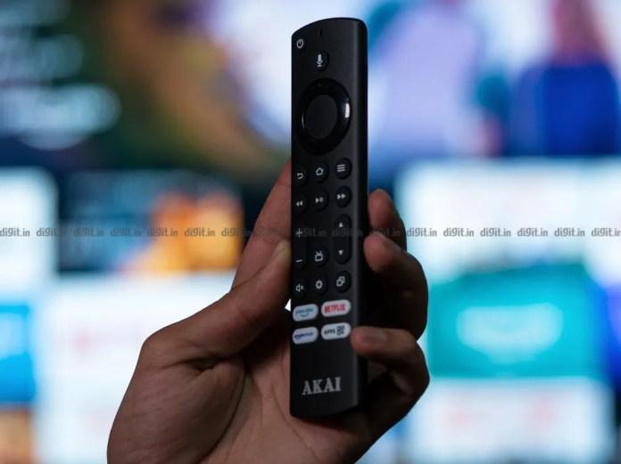 A Akai TV vem com um controle remoto semelhante ao que vem com o Fire TV Stick.