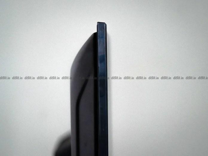 O Akai FHD Fire TV Edition de 43 polegadas tem um invólucro de plástico.
